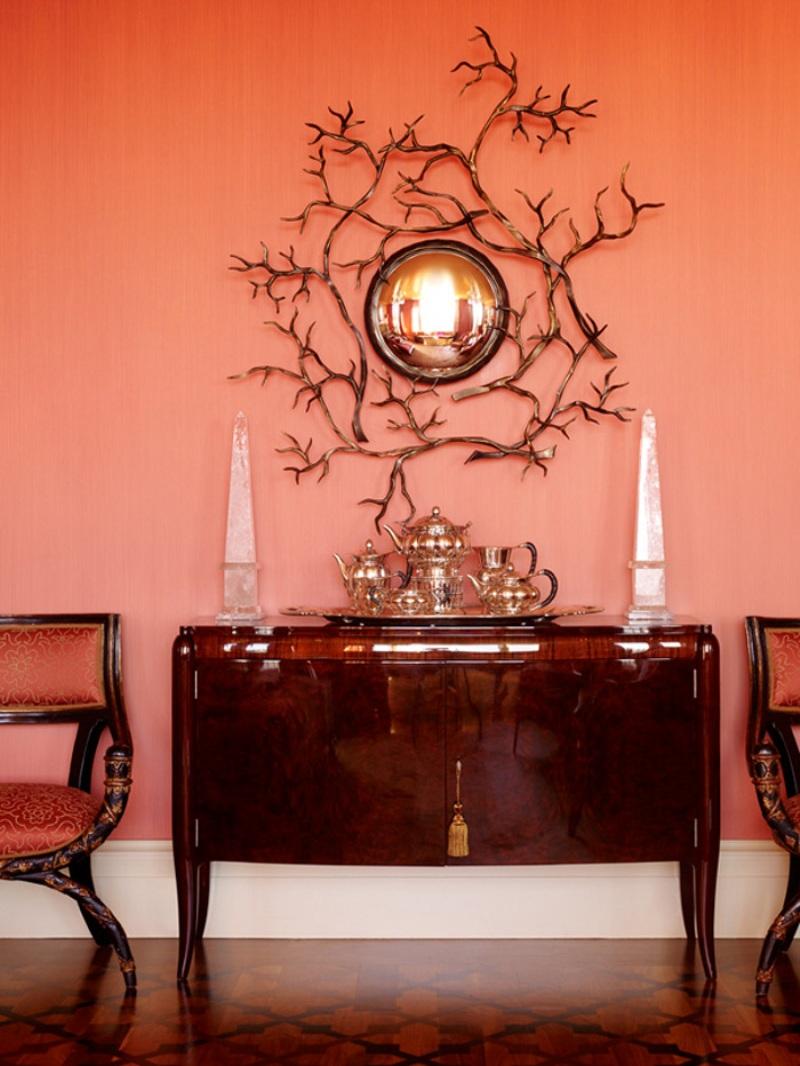 Насыщенный коралловый цвет в гостиной