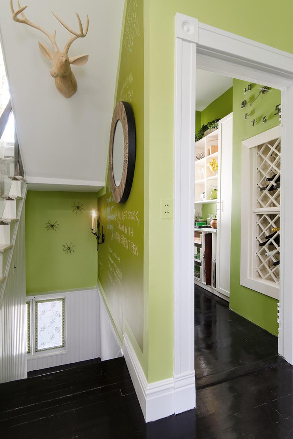 Оливковый цвет в коридоре