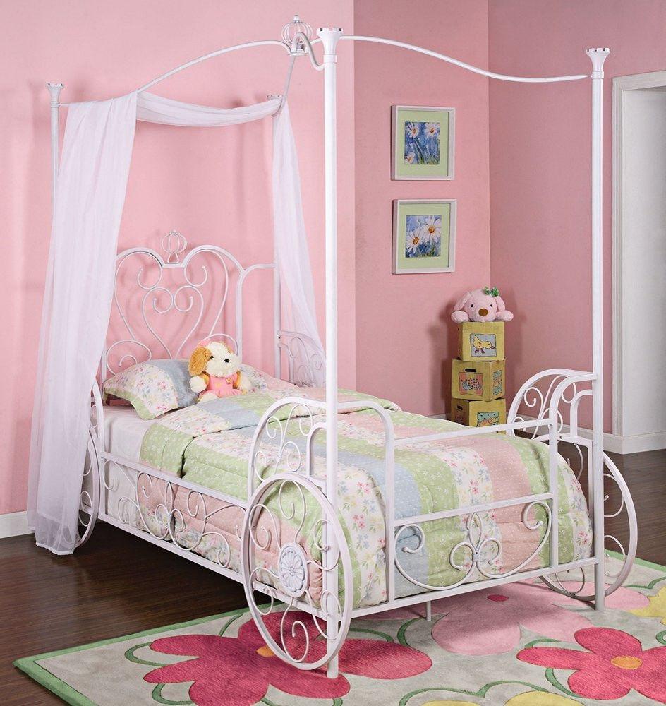 Белая детская кованая кровать в форме кареты
