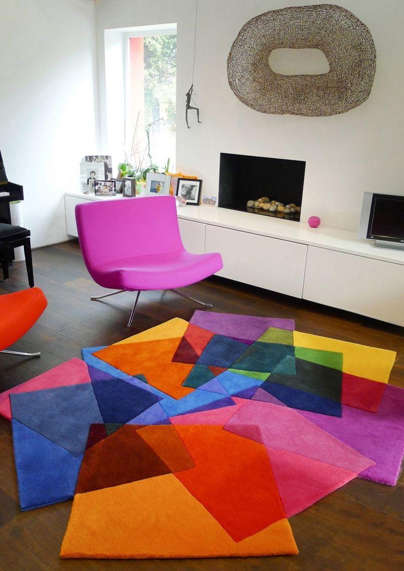 Сочетание ярких цветов на ковре