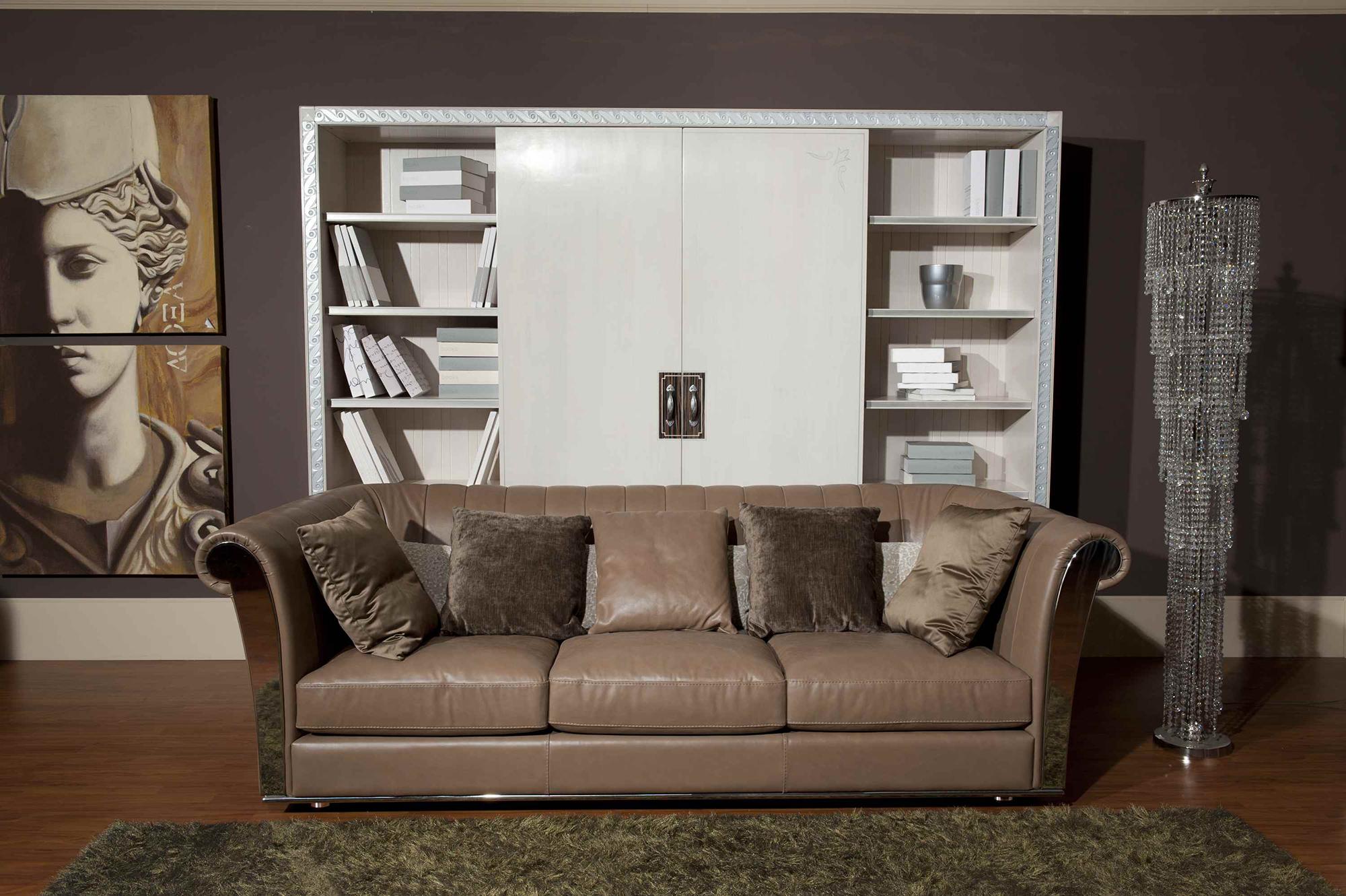 Кремовый кожаный диван в гостиной