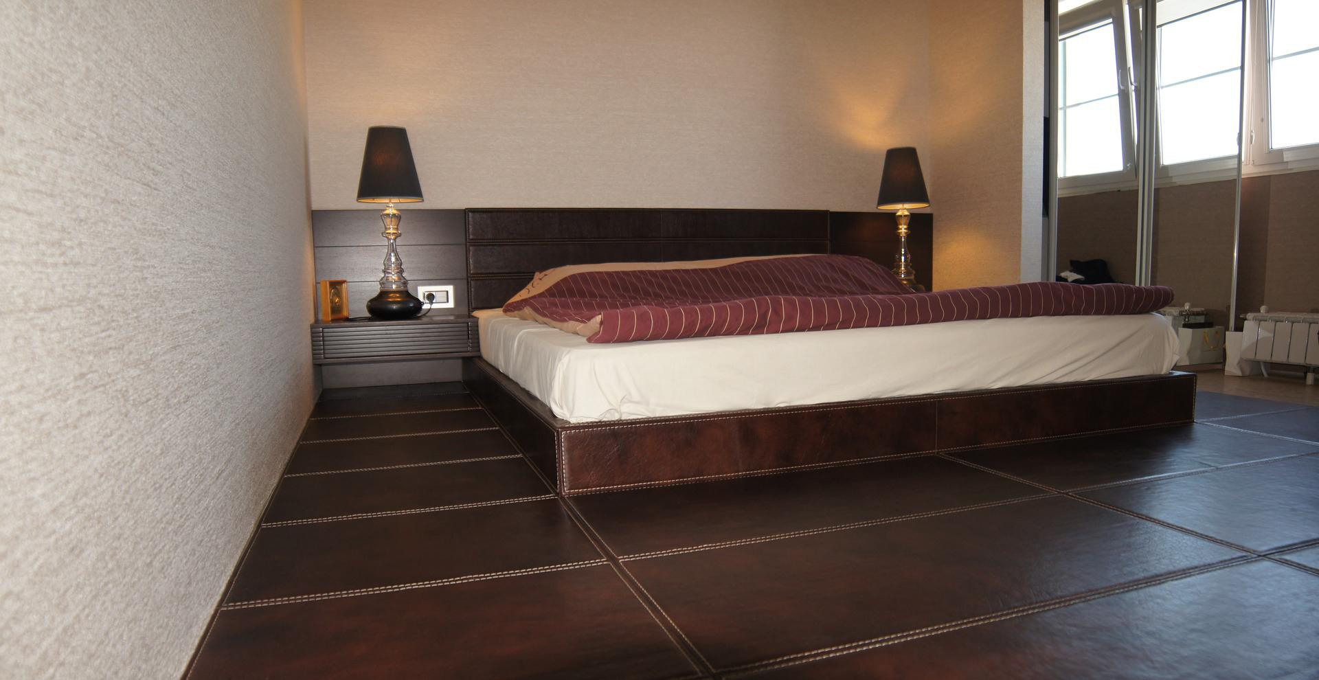 Кожаный пол в спальне