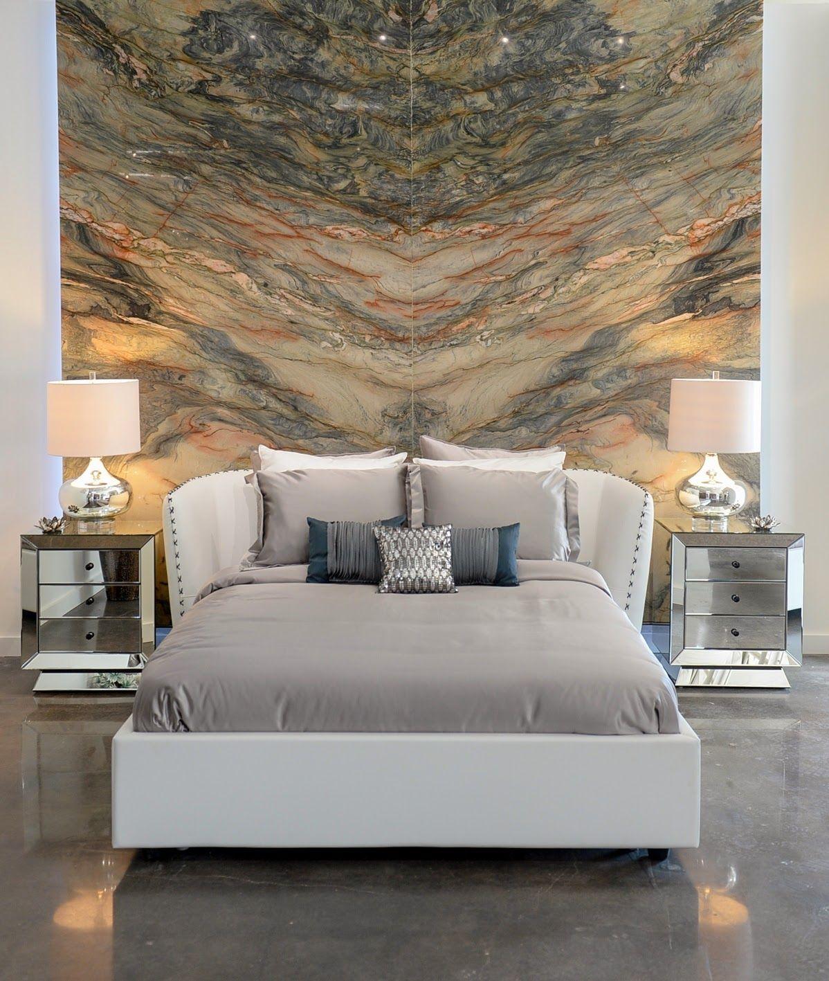 Кожаная белая кровать в спальне в стиле модерн