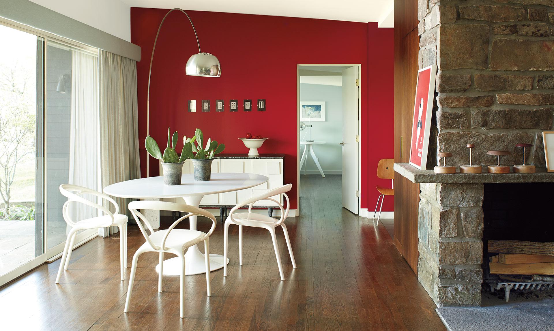 Сочетание красного и белого цветов в интерьере