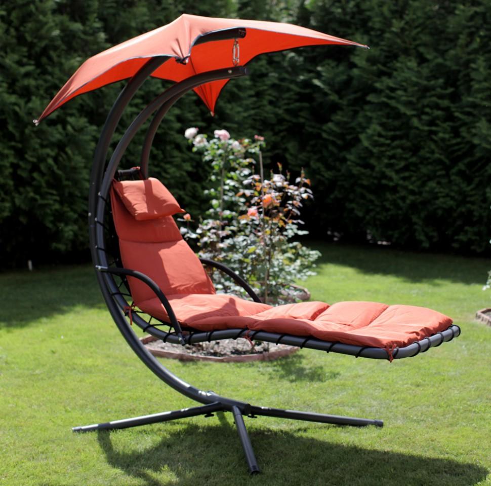 Черно-красное кресло шезлонг