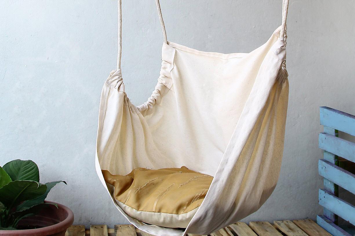 Тканевое бежевое кресло гамак