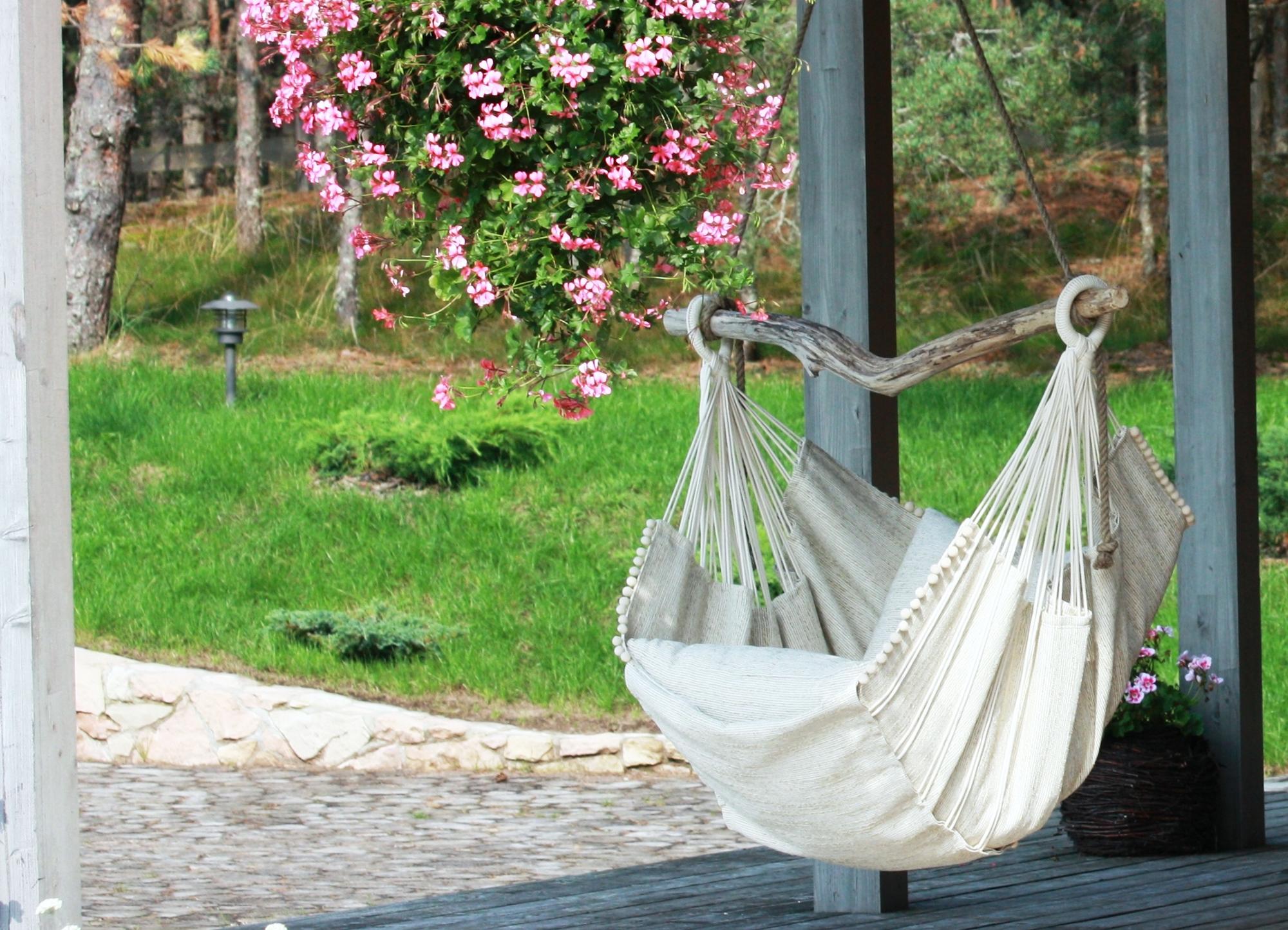 Кресло гамак на веранде