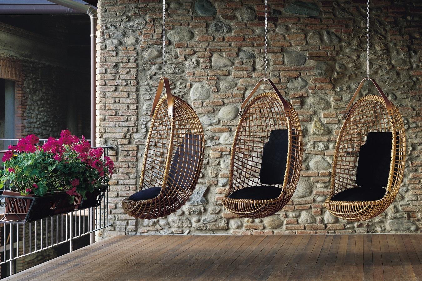 Подвесные плетеные кресла