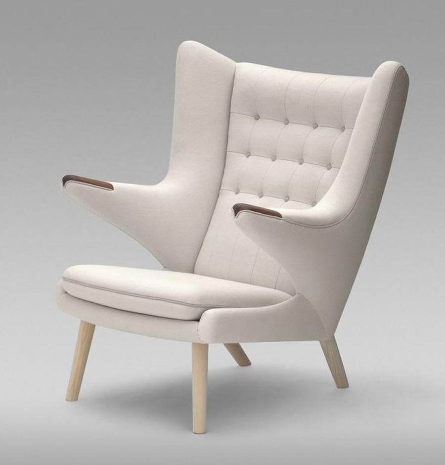 Дизайнерское светлое кресло