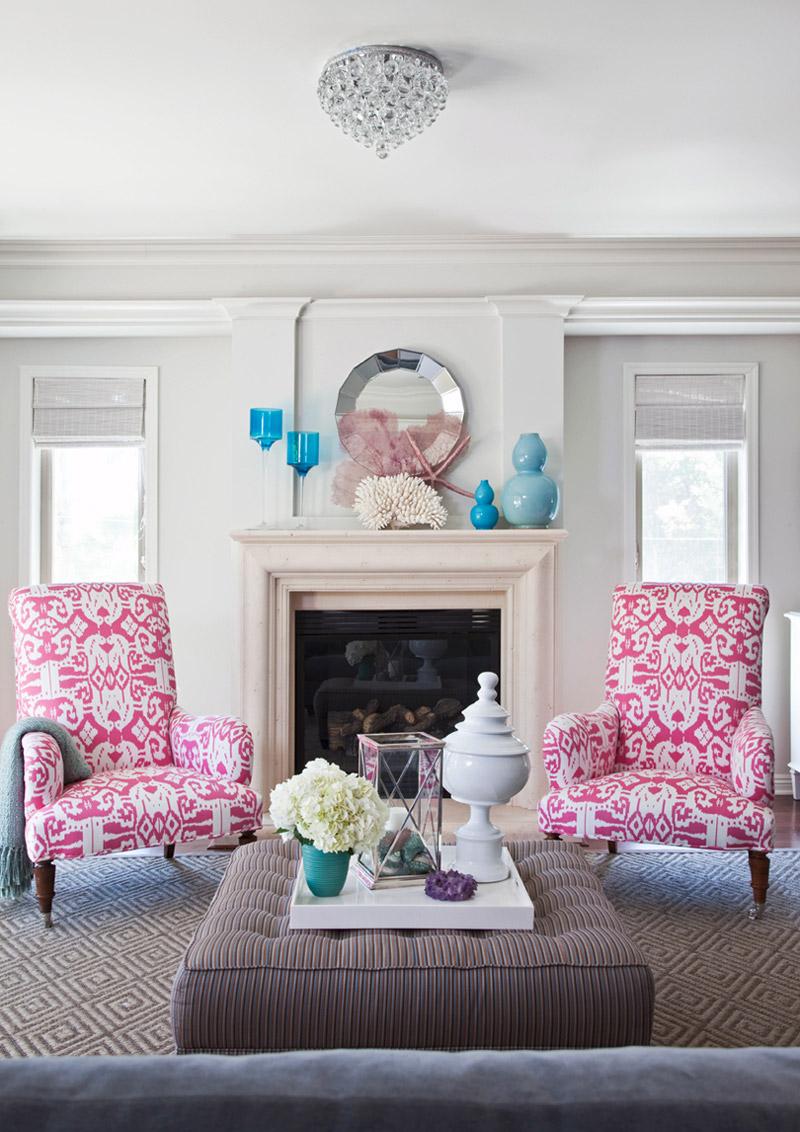 Розово-белые кресла