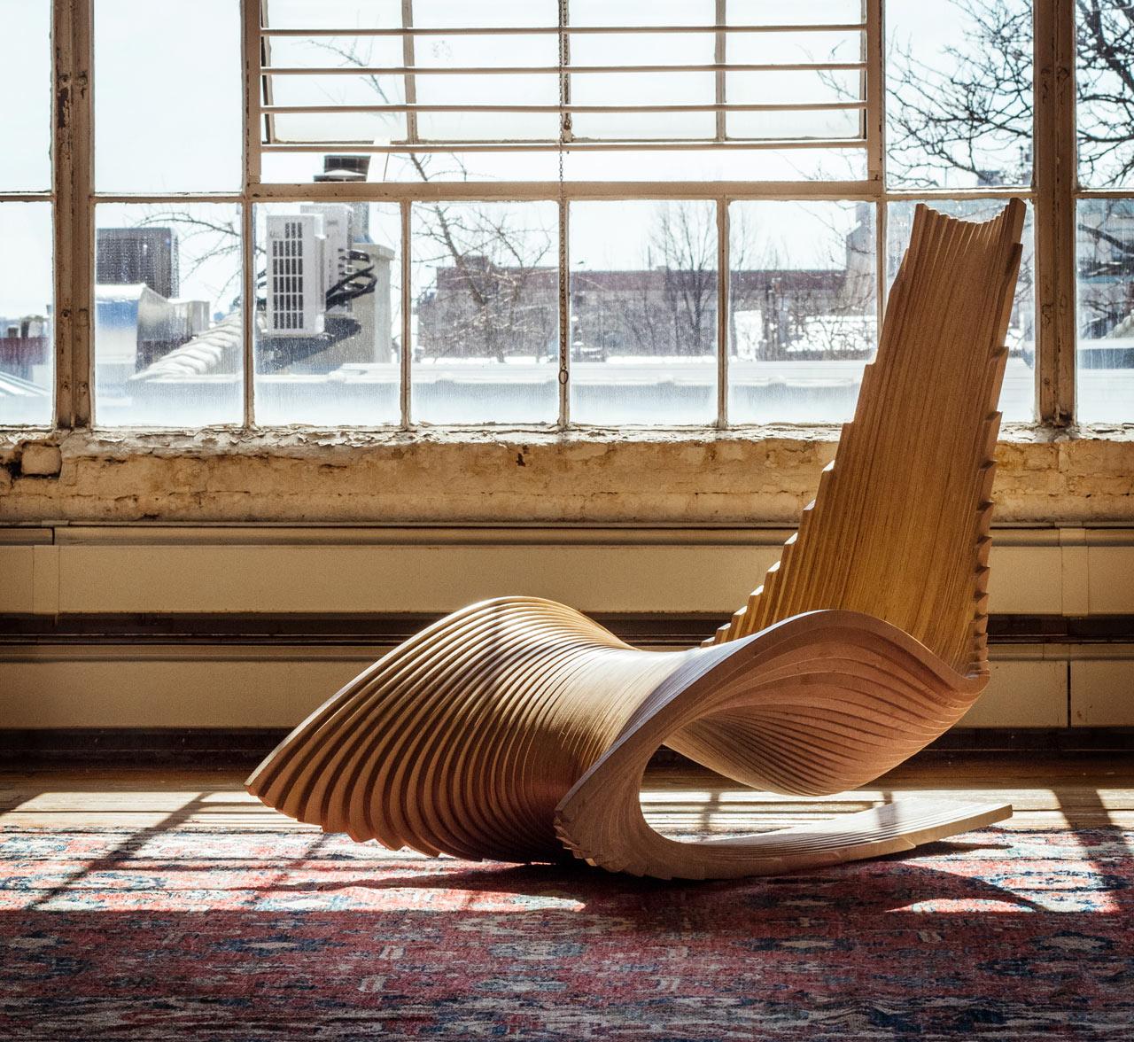 Дизайнерское деревянное кресло качалка