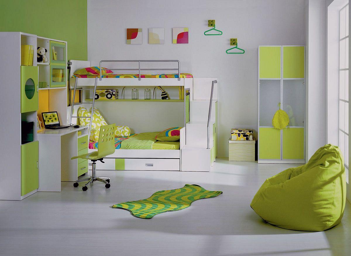 Зеленое кресло мешок в детской комнате