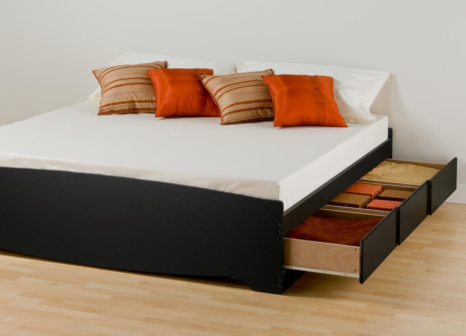 Черная кровать с тремя ящиками