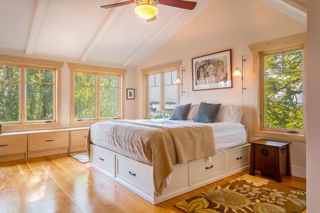 Высокая белая кровать с ящиками в спальне