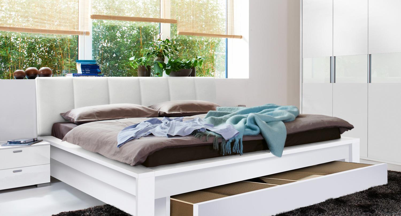 Белая кровать с ящиком