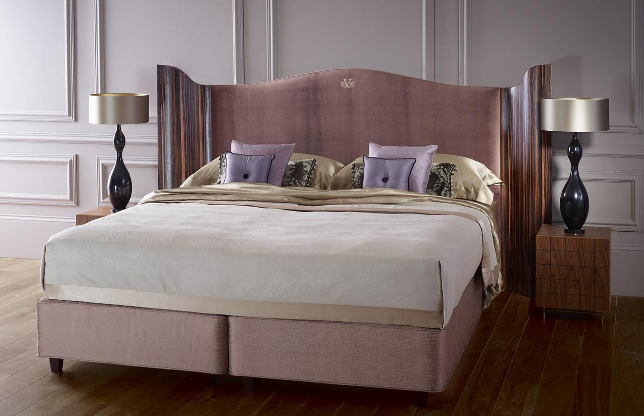 Роскошная деревянная кровать с ящиками