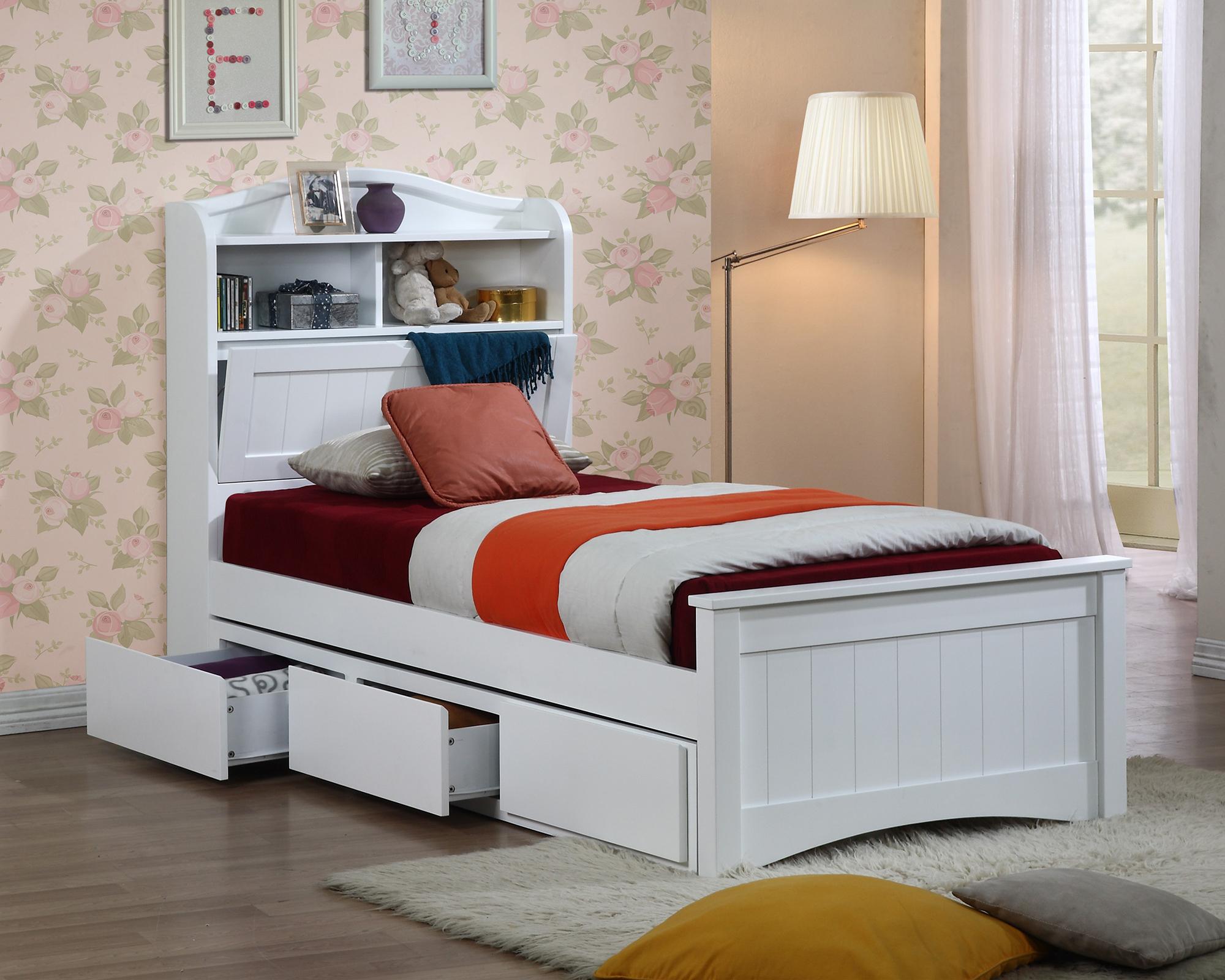 Белая кровать с ящиками в детскую