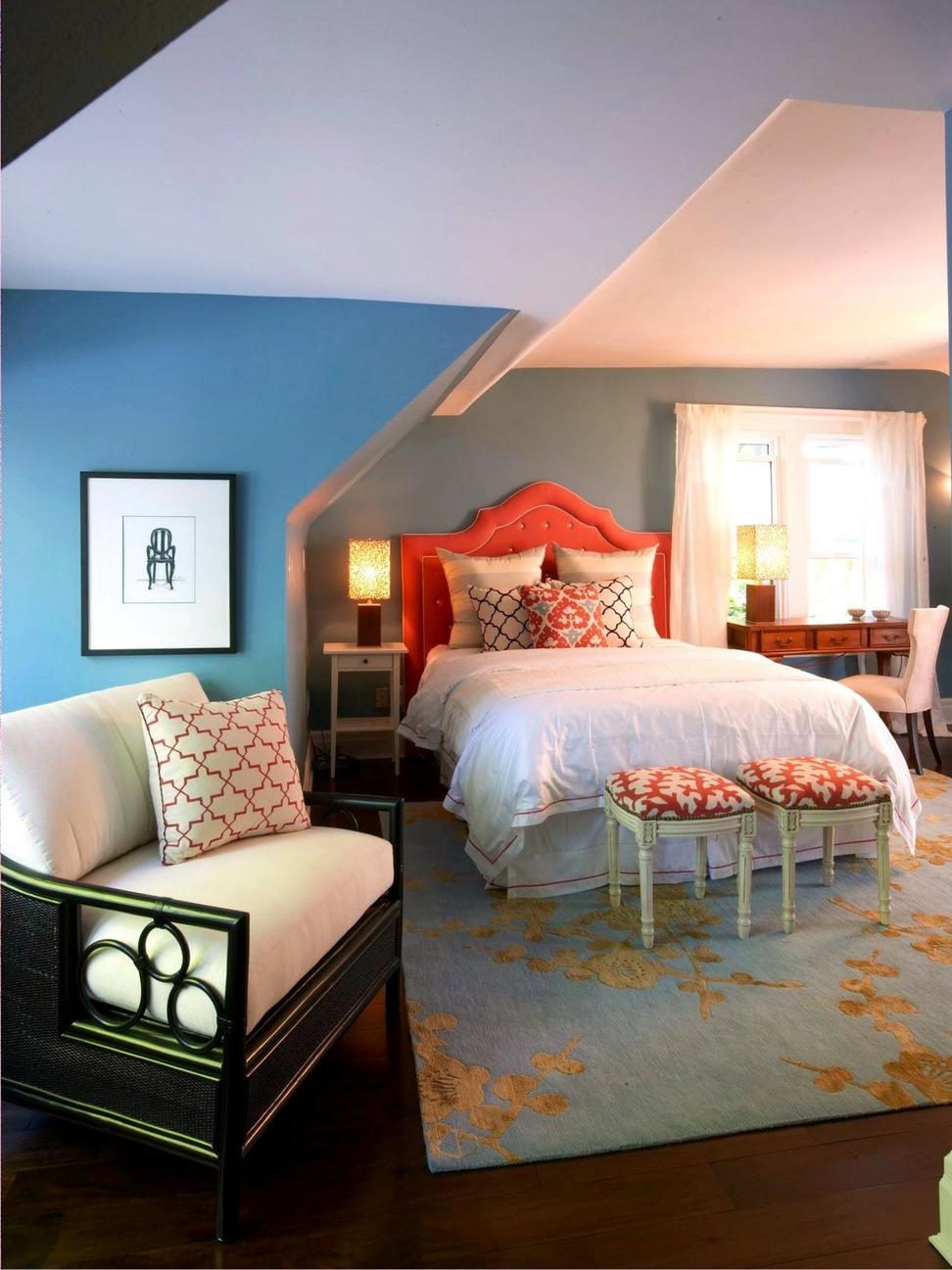 Цветная кровать в интерьере