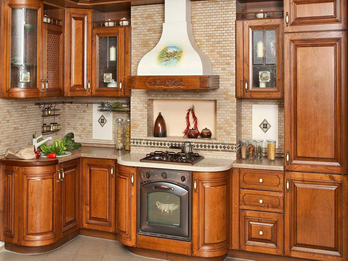 Купольная вытяжка на кухне в деревенском стиле