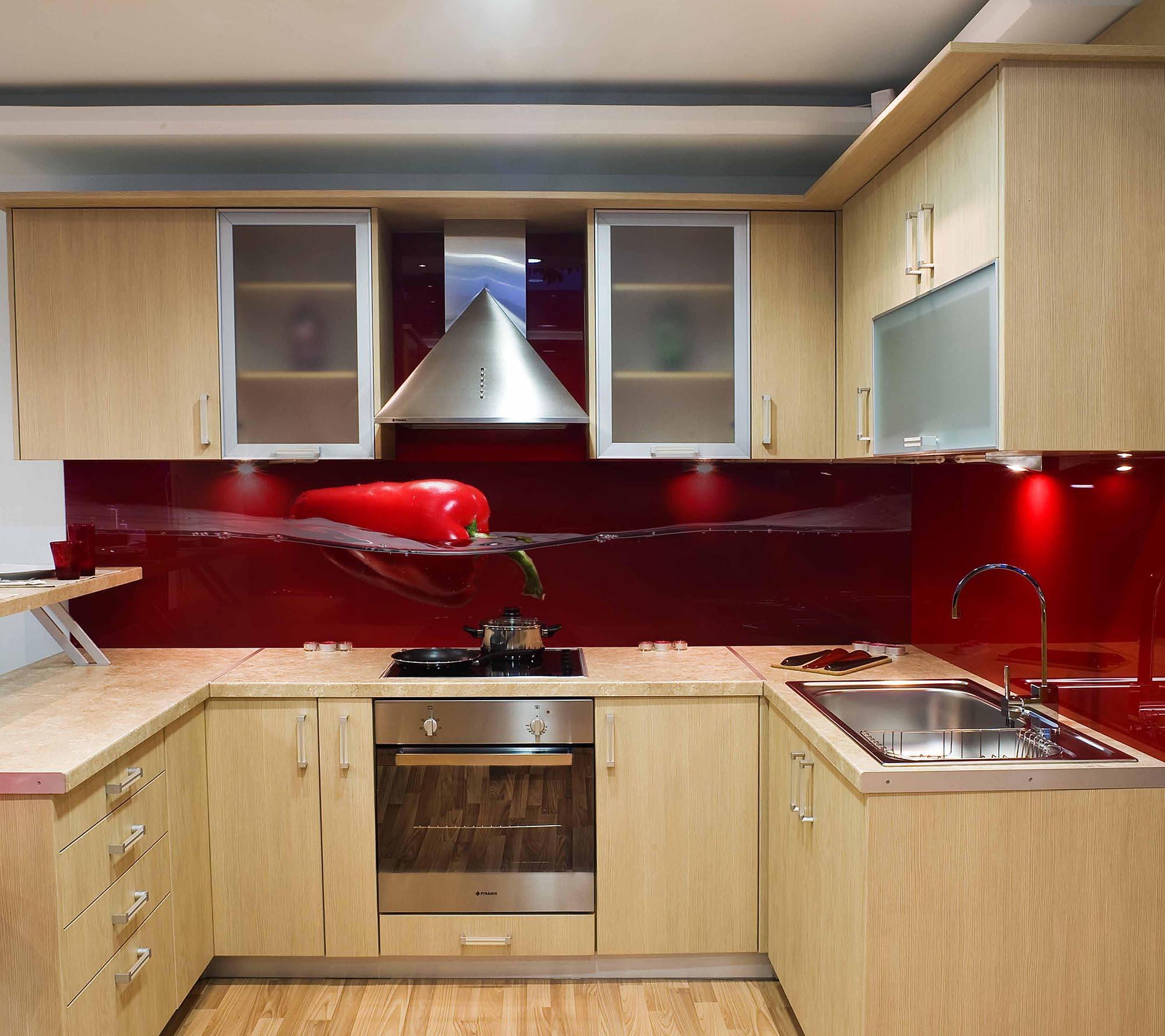 Кухонный стеклянный красный фартук