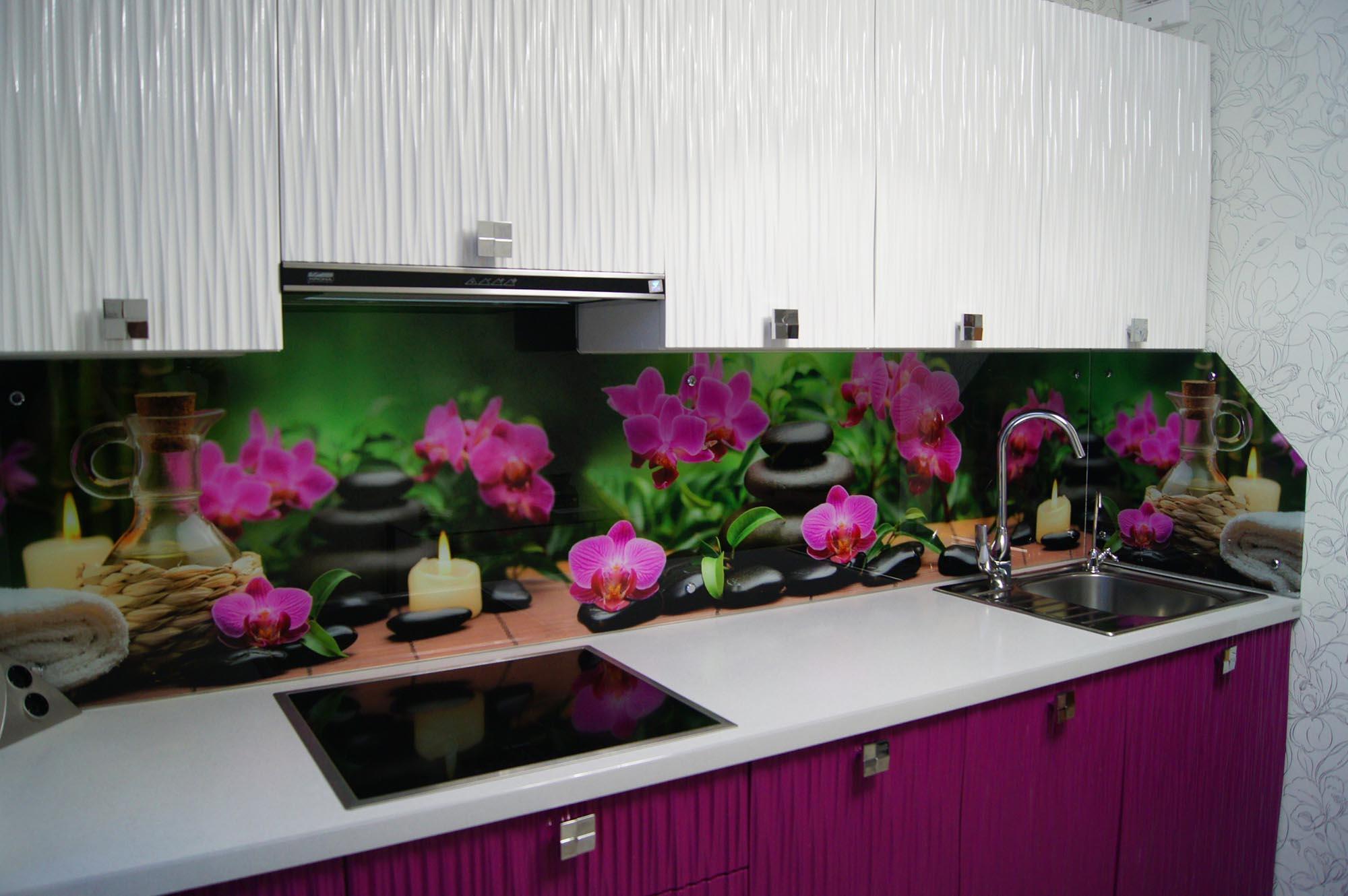 Кухонный стеклянный фартук с изображением орхидей