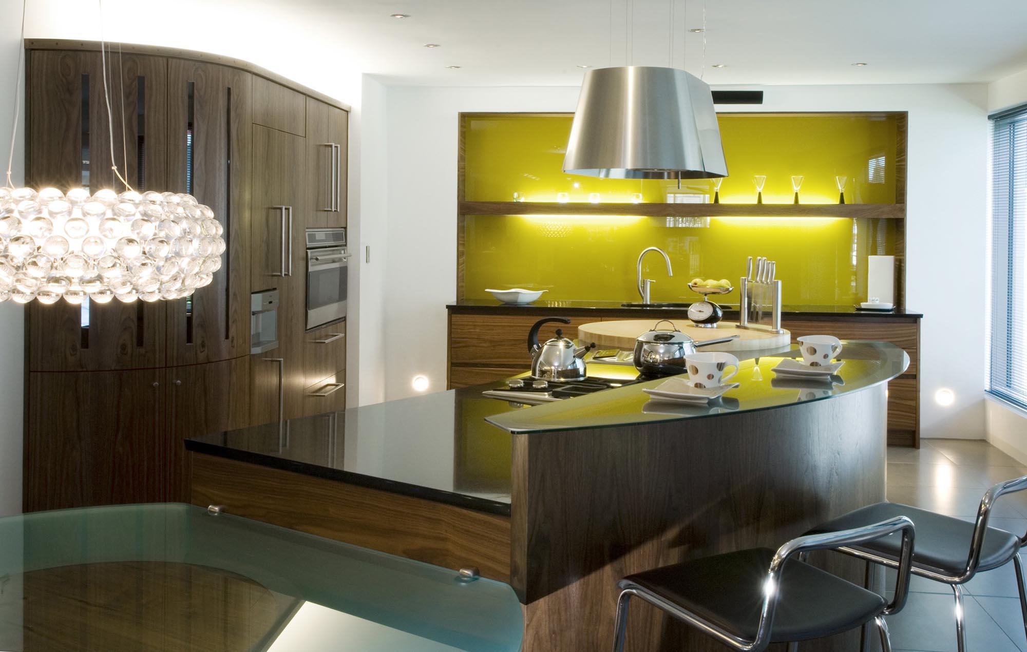 Кухонный стеклянный зеленый фартук