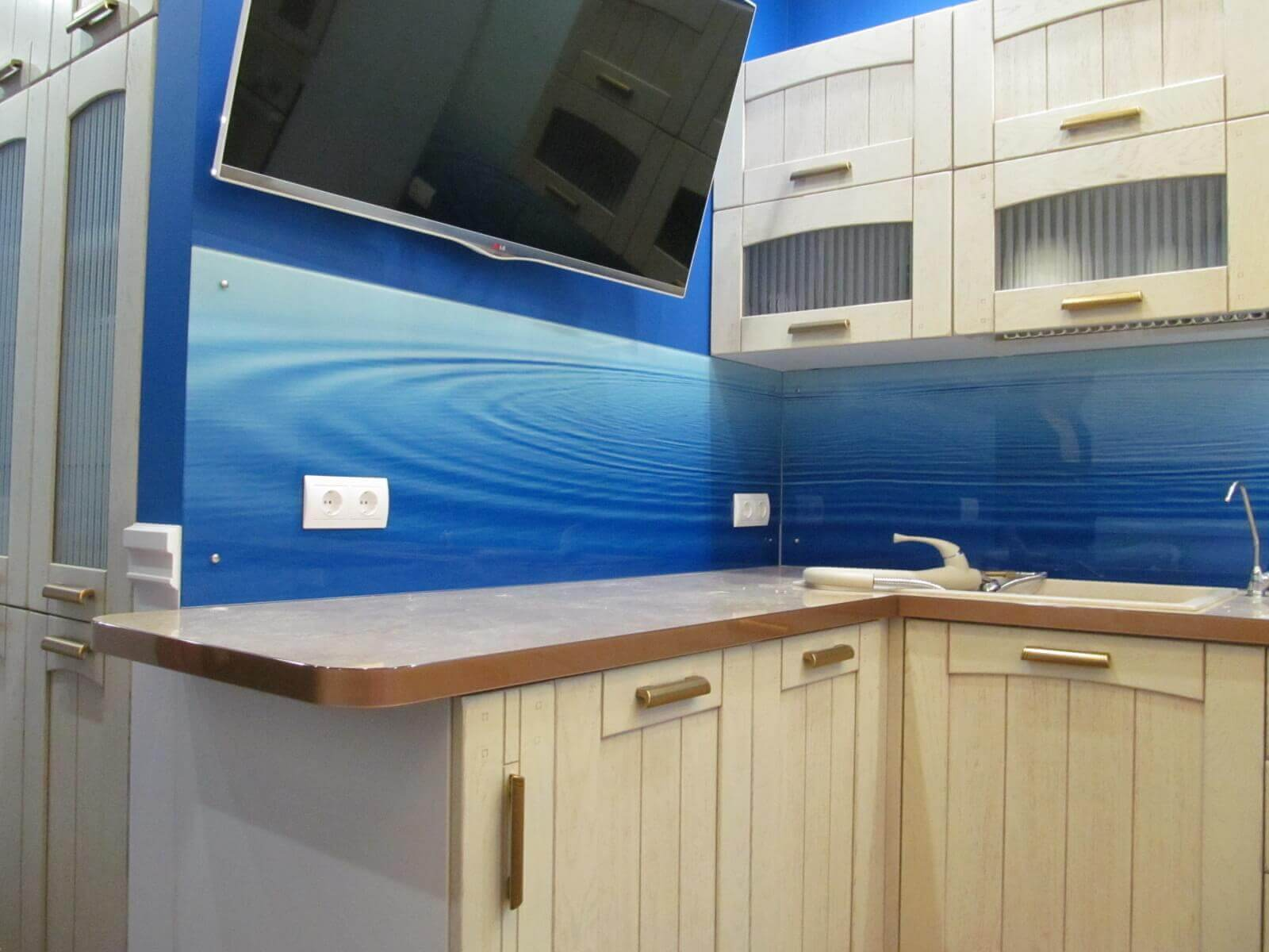 Кухонный стеклянный фартук с изображением воды