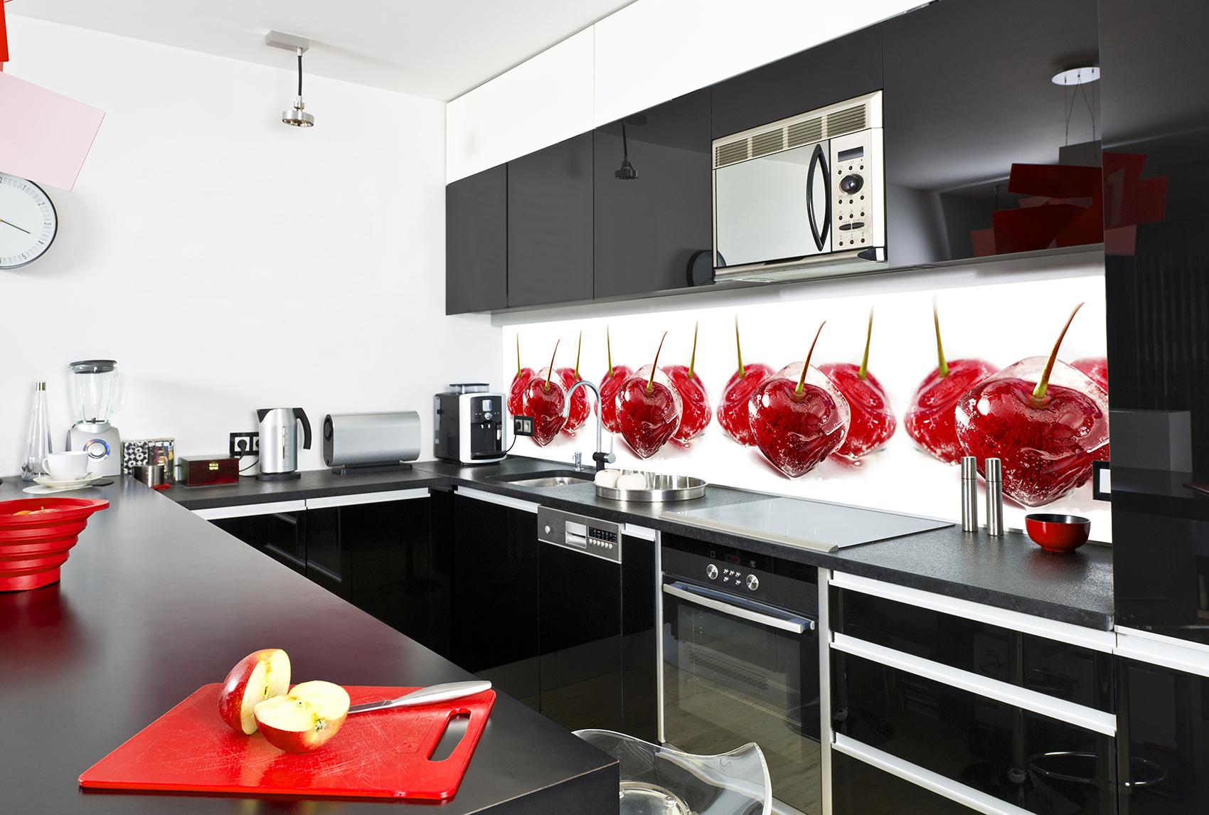 Стеклянный фартук для кухни с изображением вишни