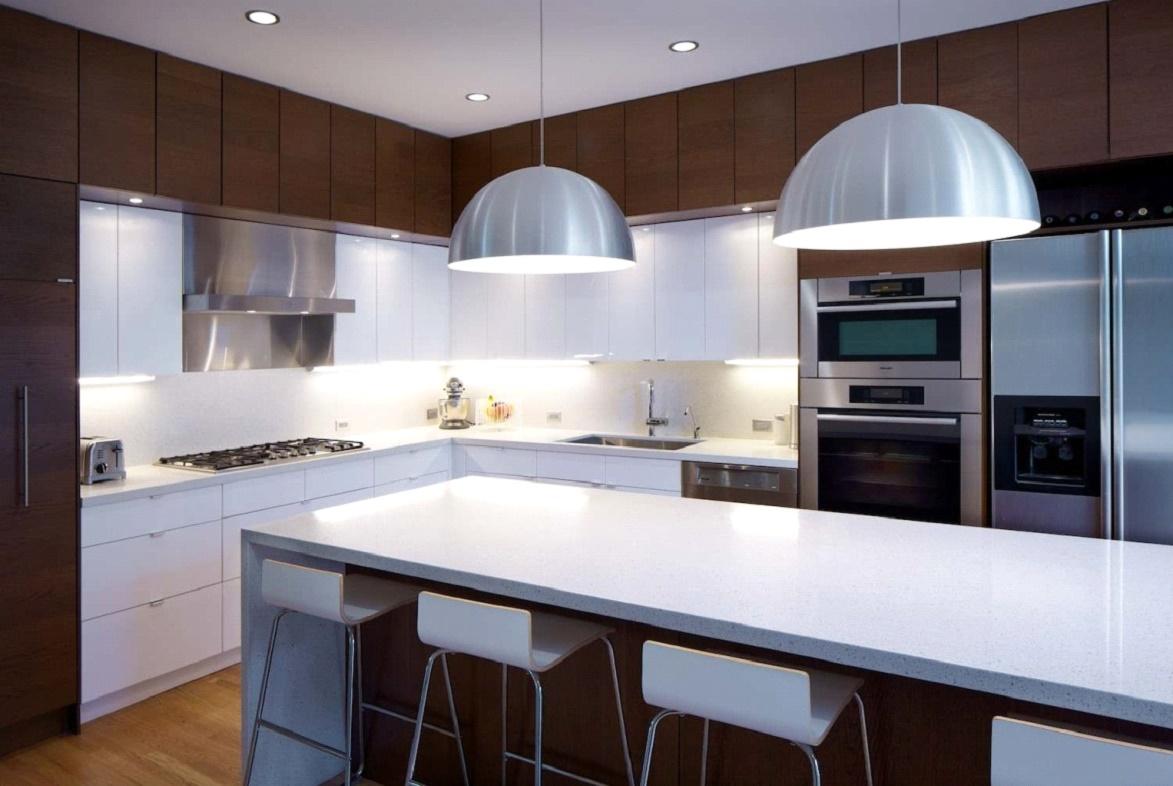 Металлические люстры на кухне