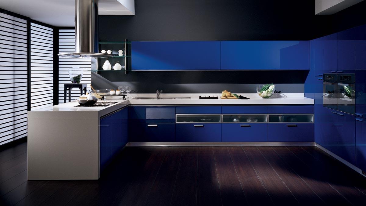 Черно-синяя большая кухня