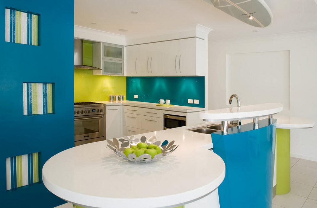 Синий, зеленый и белый цвета в интерьере кухни