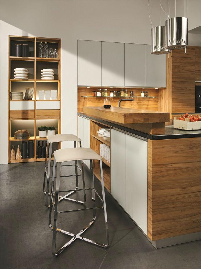 Белый, коричневый и серый цвета в кухне