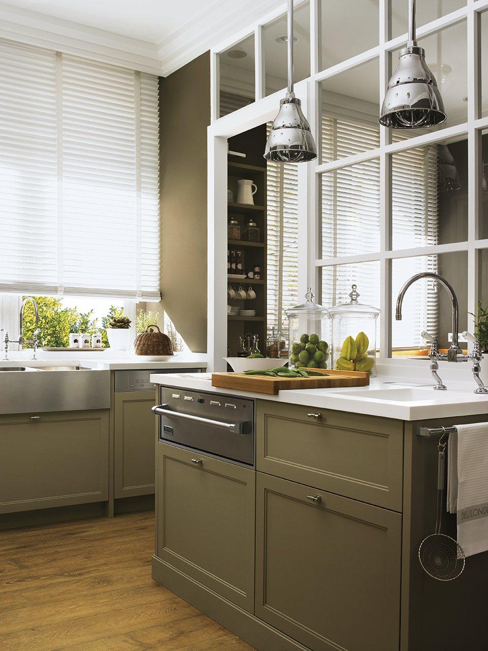 Оливково-белая кухня
