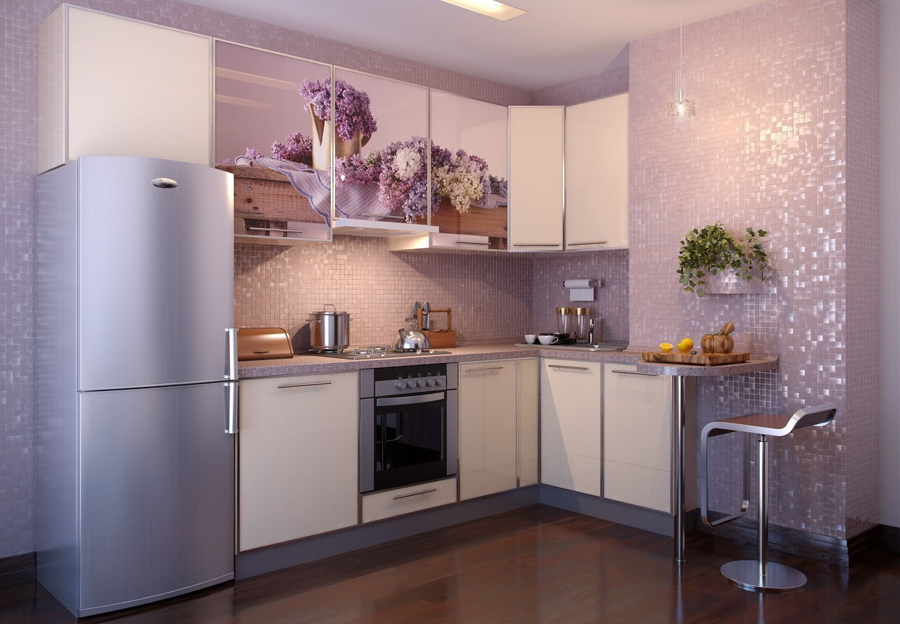 Красивый сиренево-бежевый угловой гарнитур на кухне