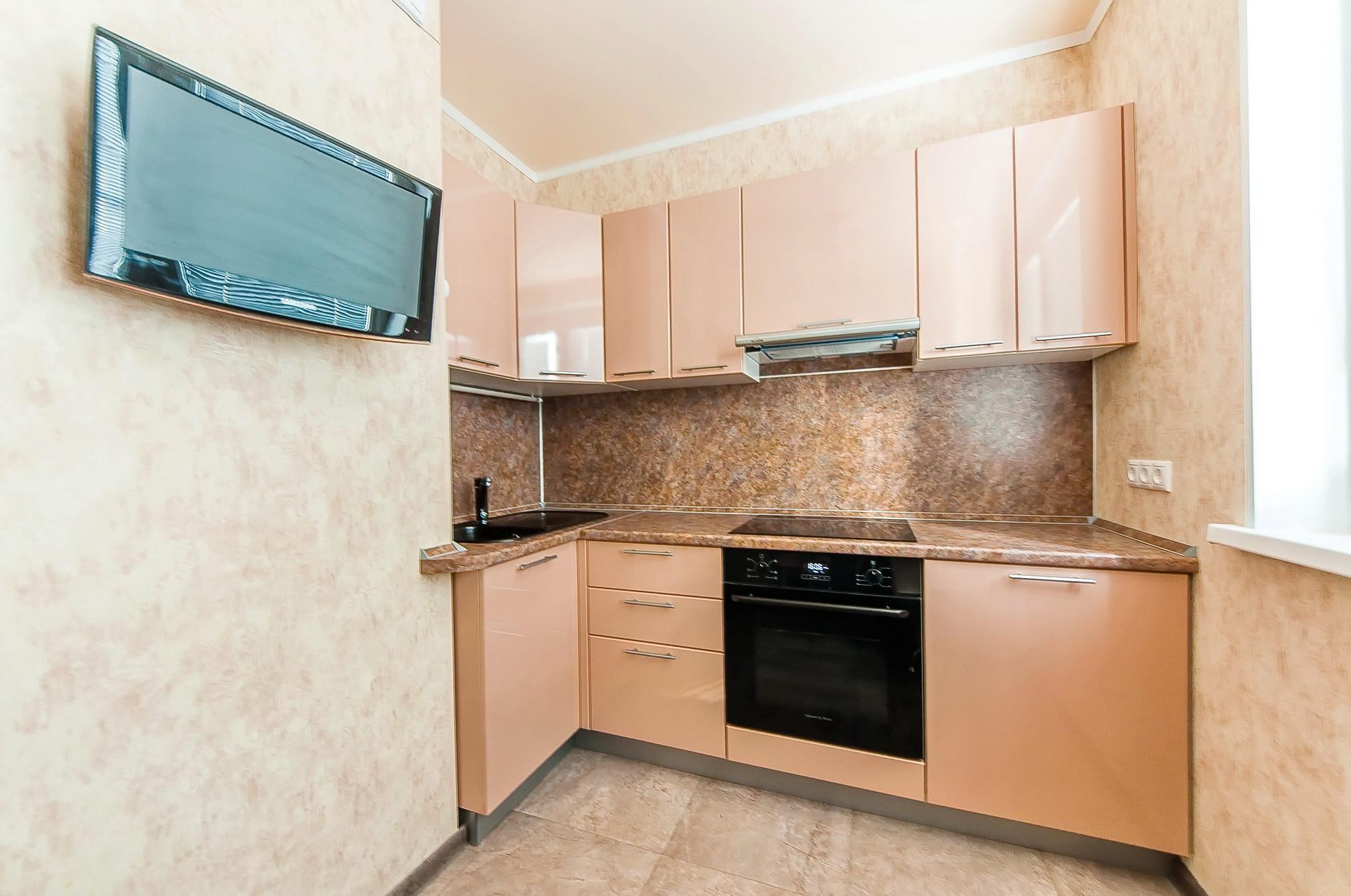 Угловой персиковый кухонный гарнитур