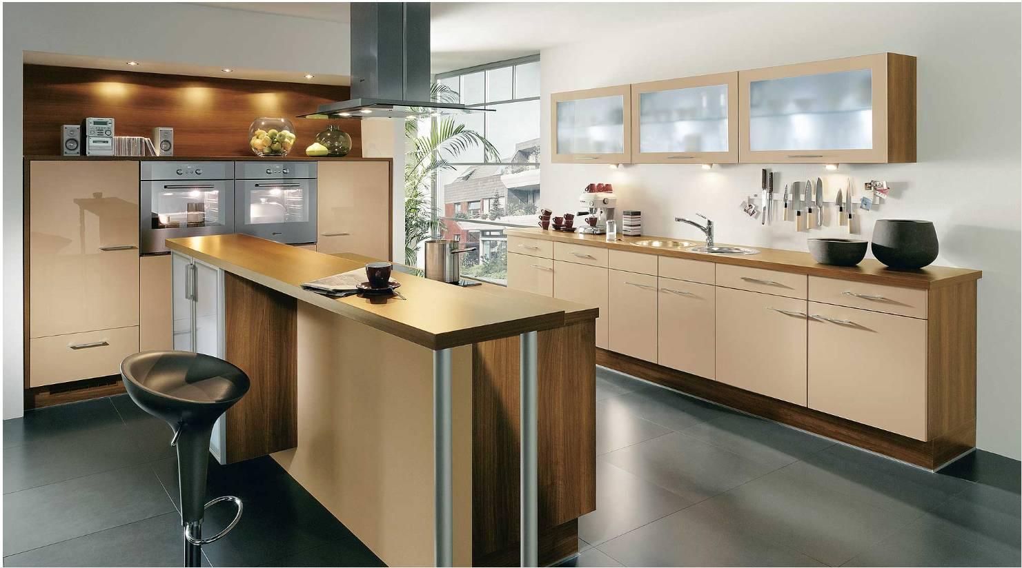 Бежево-коричневая современная кухня с барной стойкой