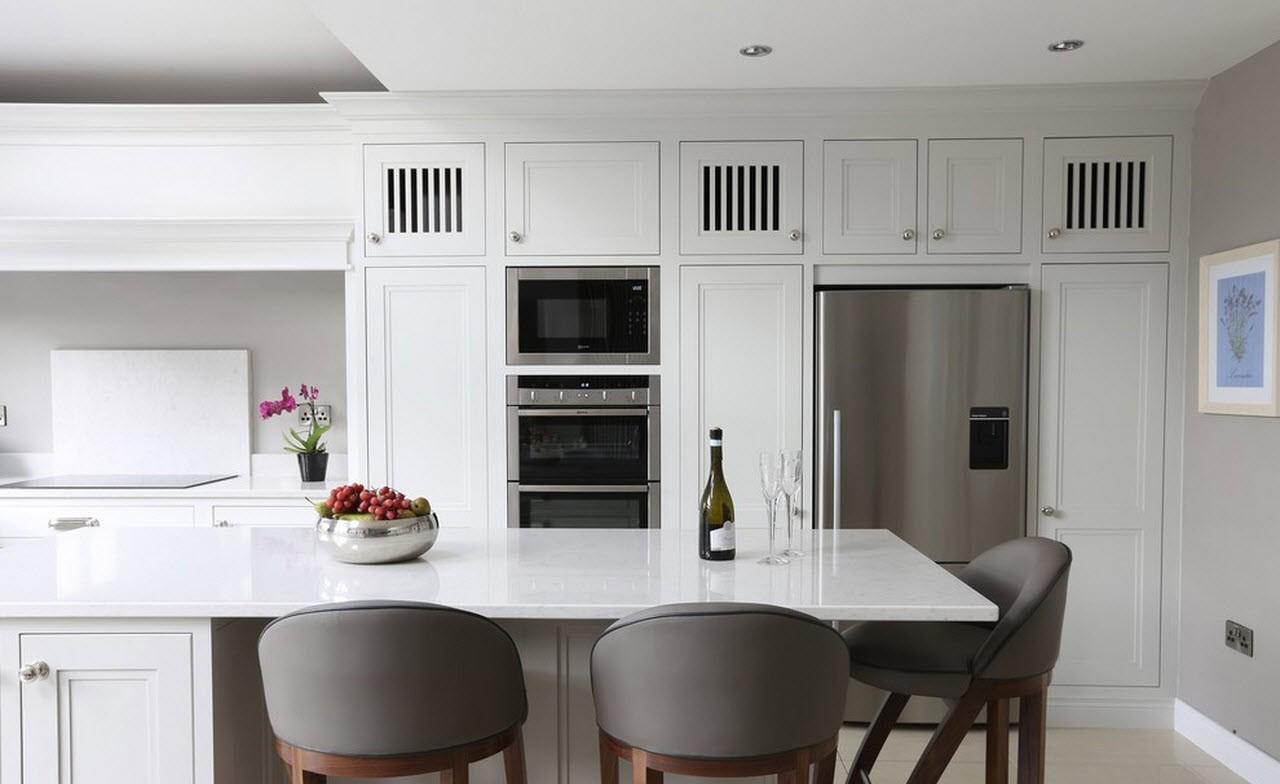 Белая кухня в современном стиле с островом
