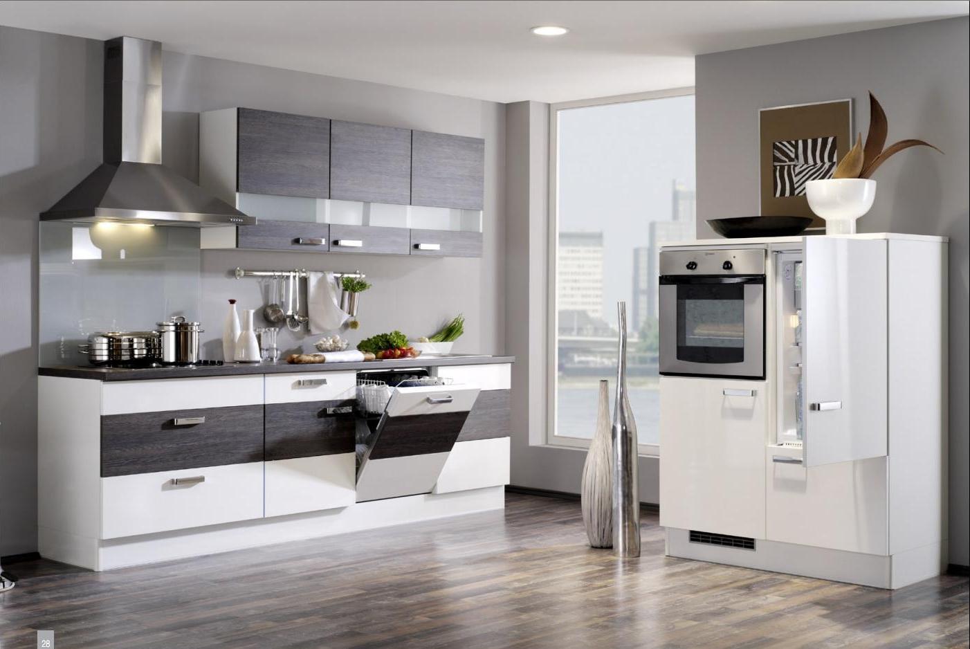 Венге и белый цвета в интерьере кухни в стиле минимализм