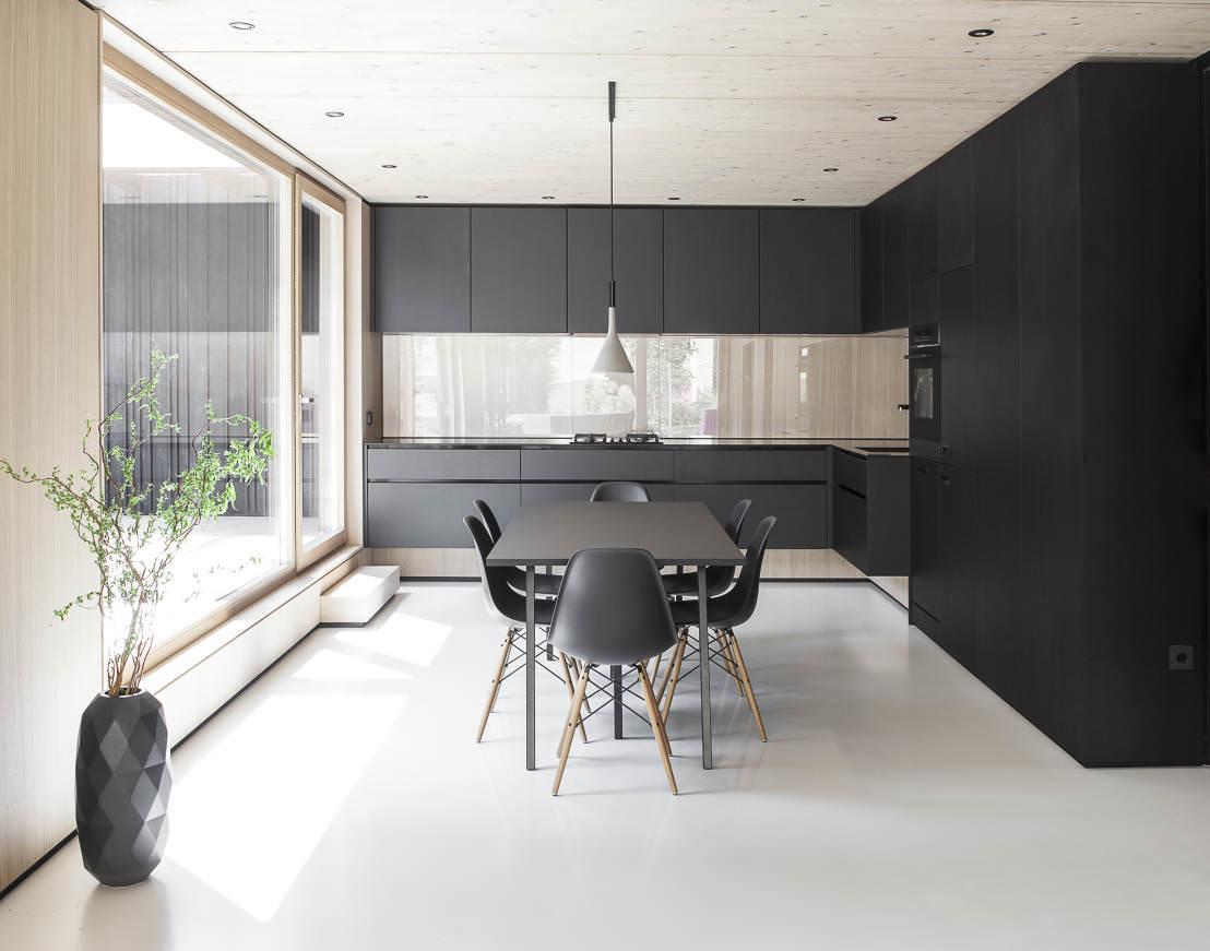 Минималистичная черно-белая кухня