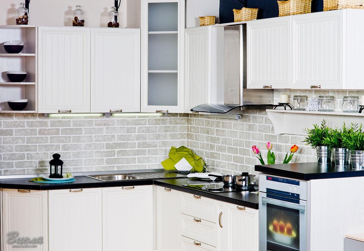 Фартук под кирпич в интерьере кухни в стиле прованс