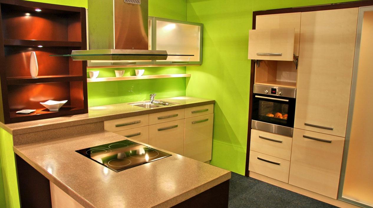 Бежево-зеленая современная кухня