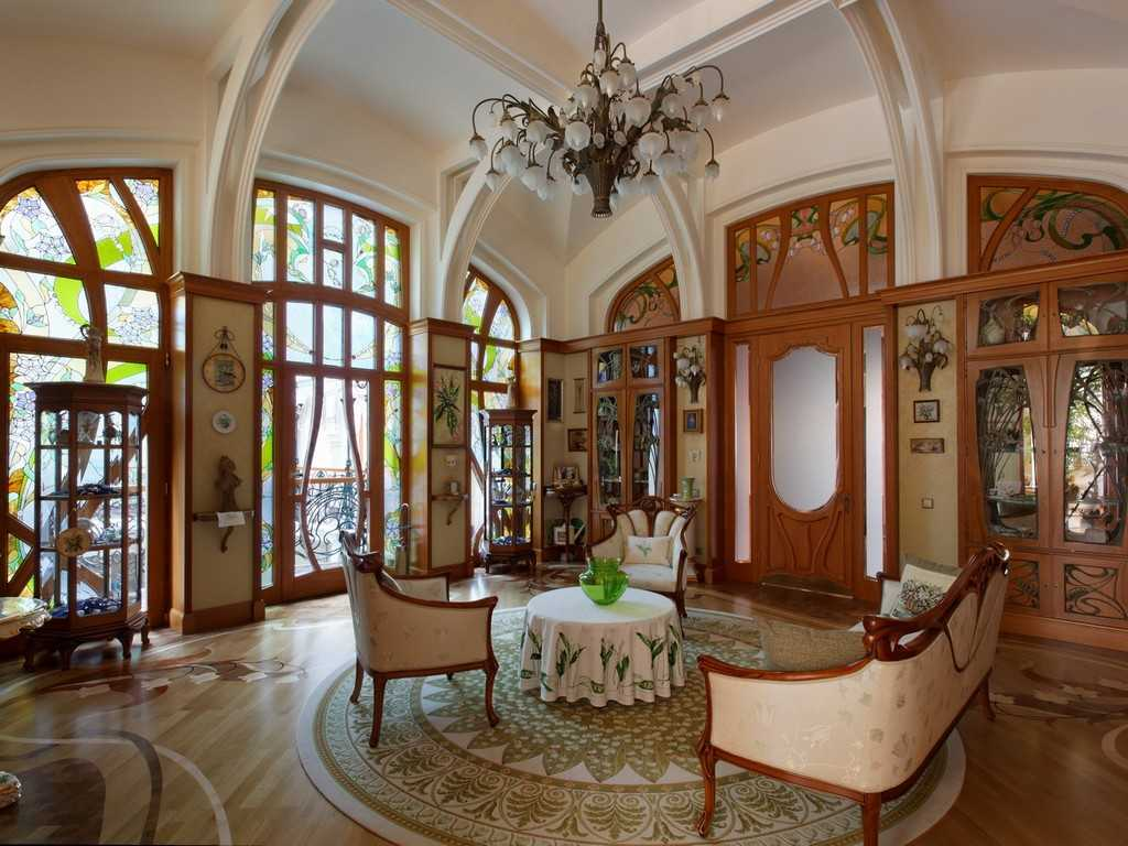 Необычная люстра в гостиной в стиле модерн
