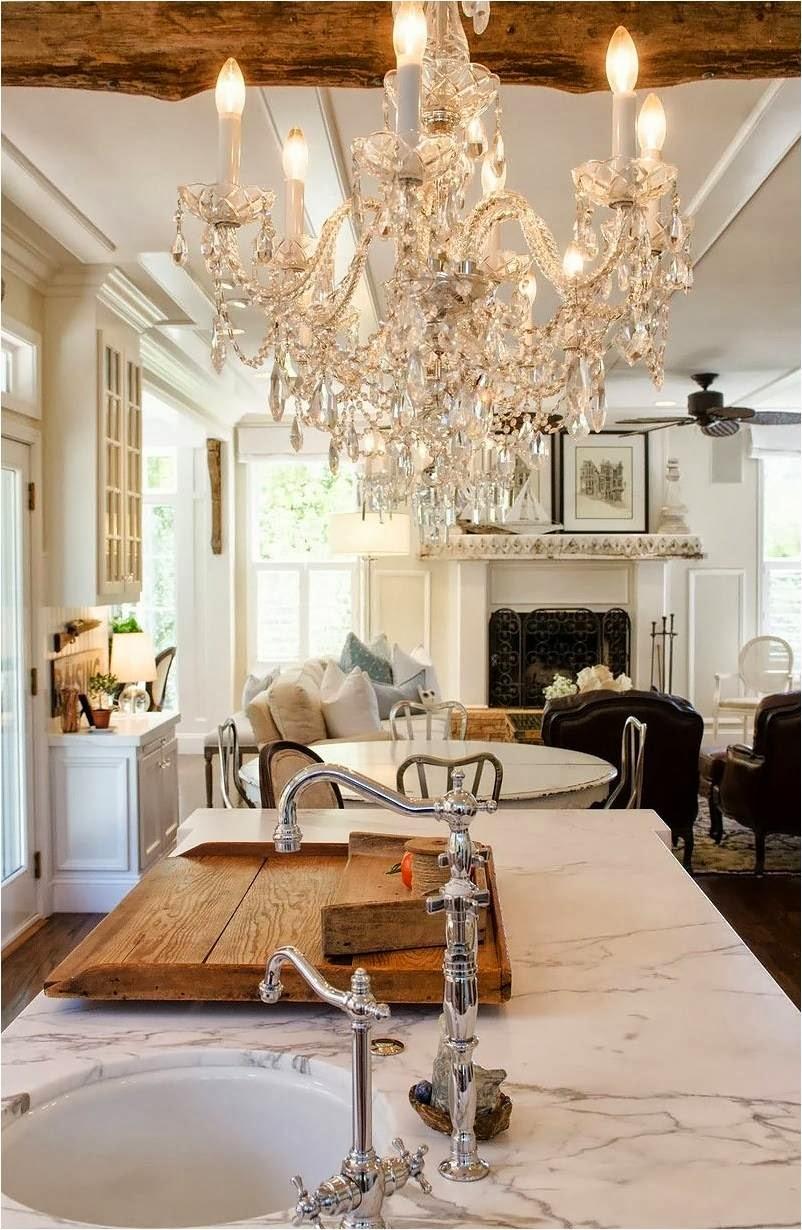 Красивые люстры на кухне и в гостиной