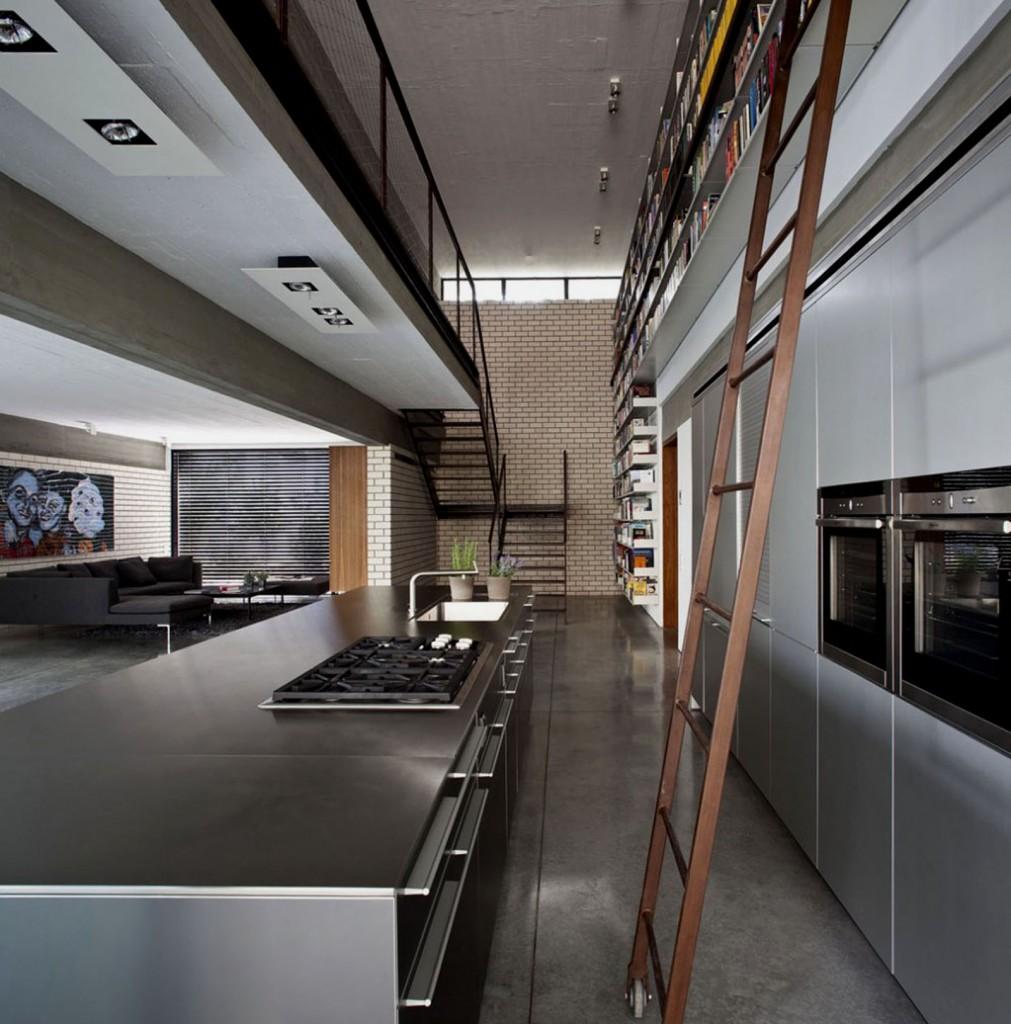 Обилие металла на кухне