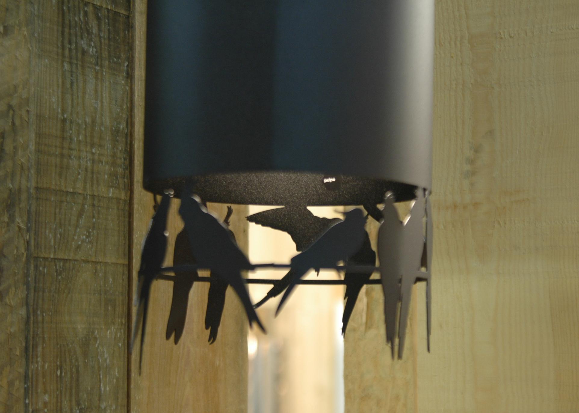 Черная металлическая люстра с птицами