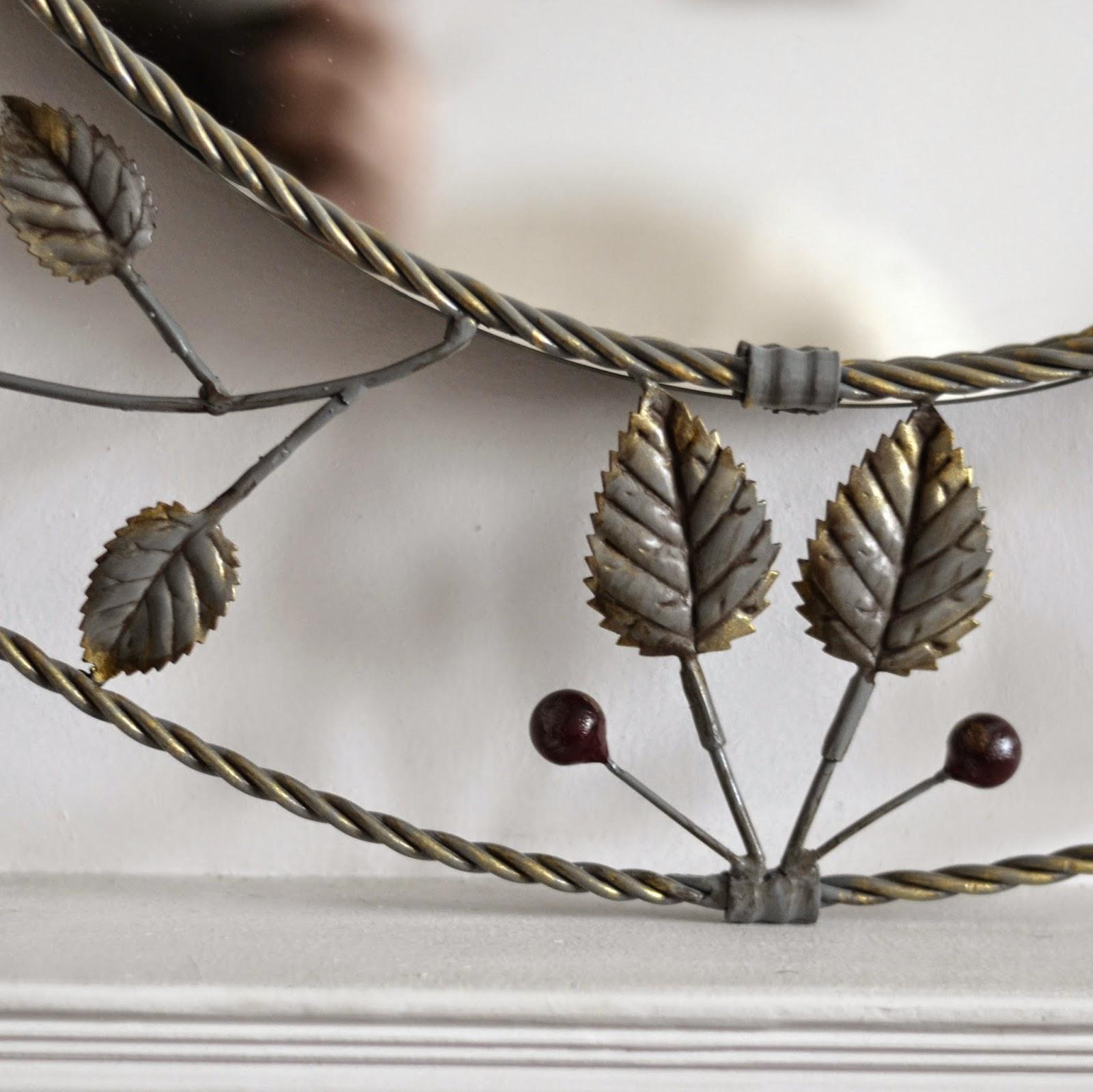 Декор зеркала металлом