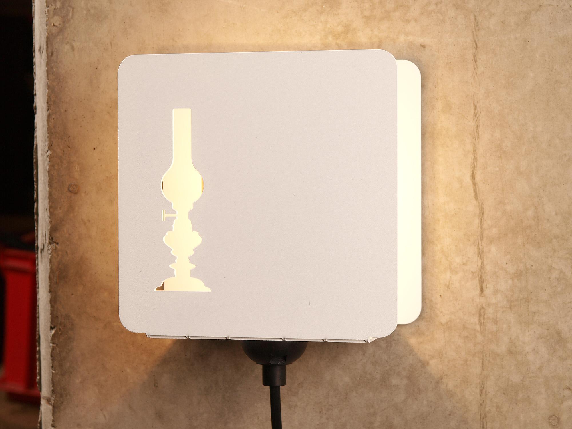 Настенный светильник с металлической коробкой