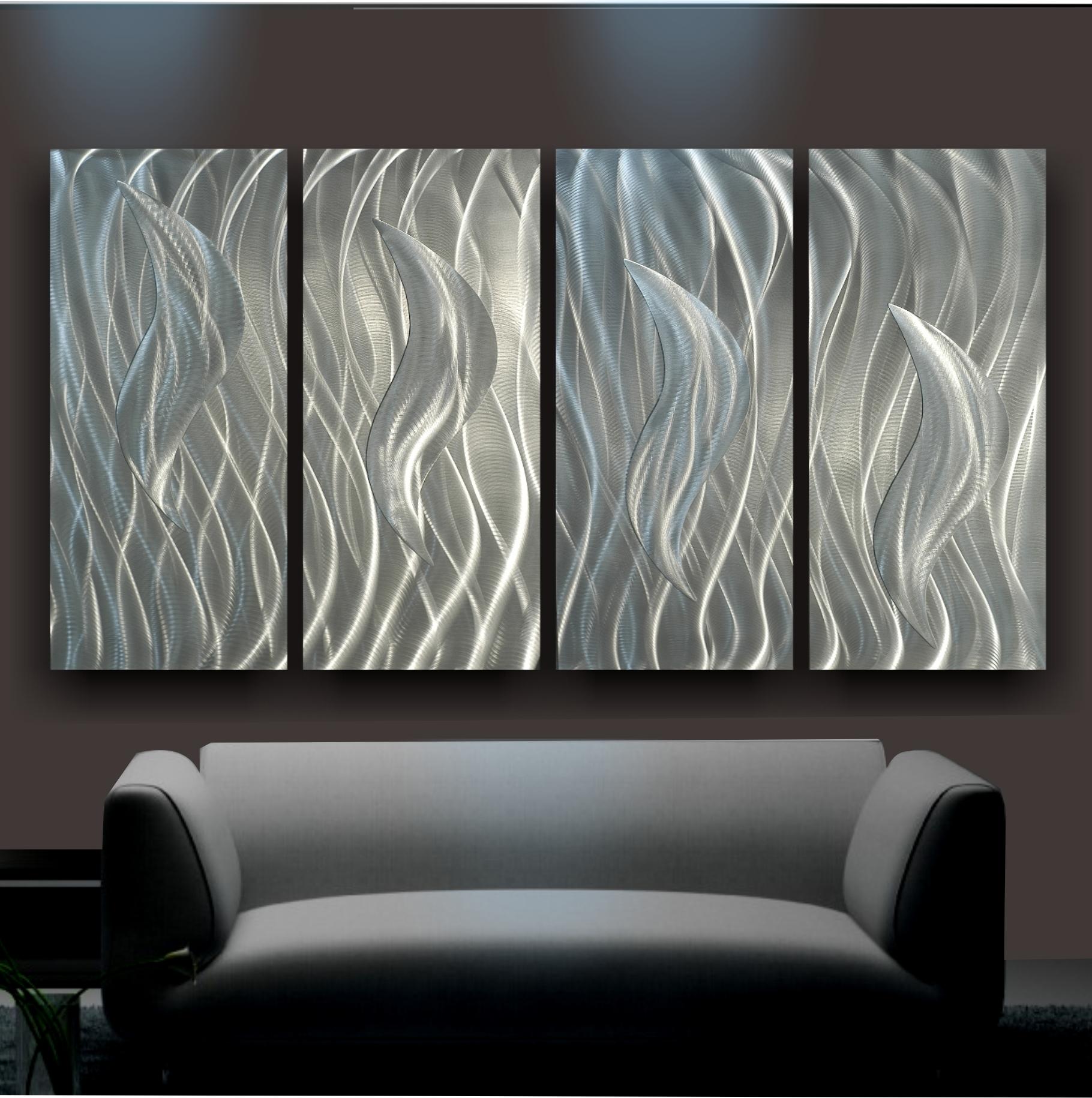 Металлические панно на стене