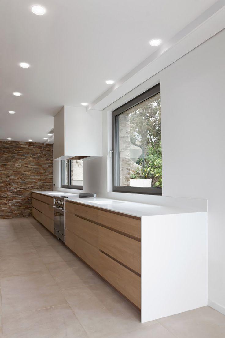 Кухня в стиле минимализм в частном доме