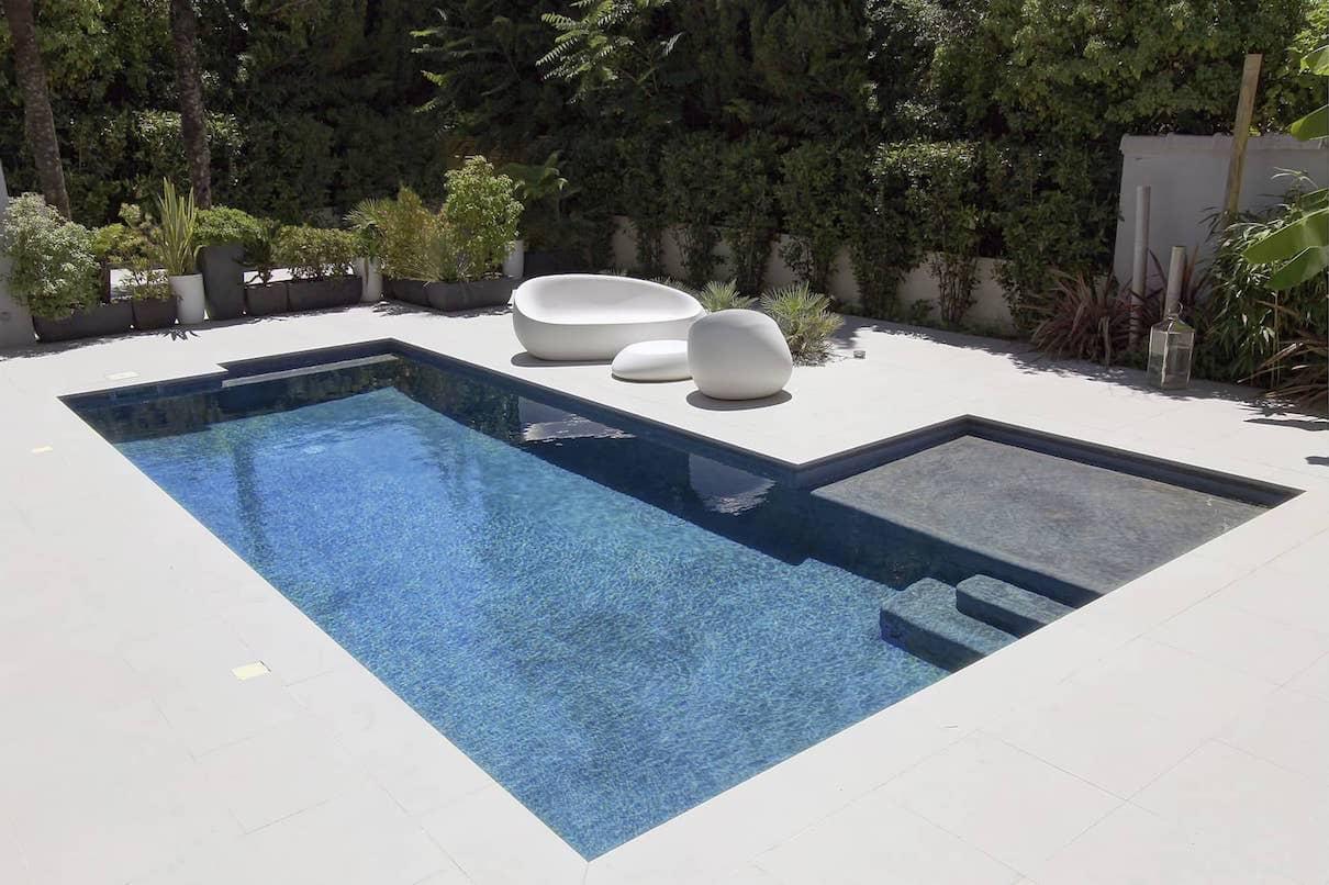 Бассейн в стиле модерн